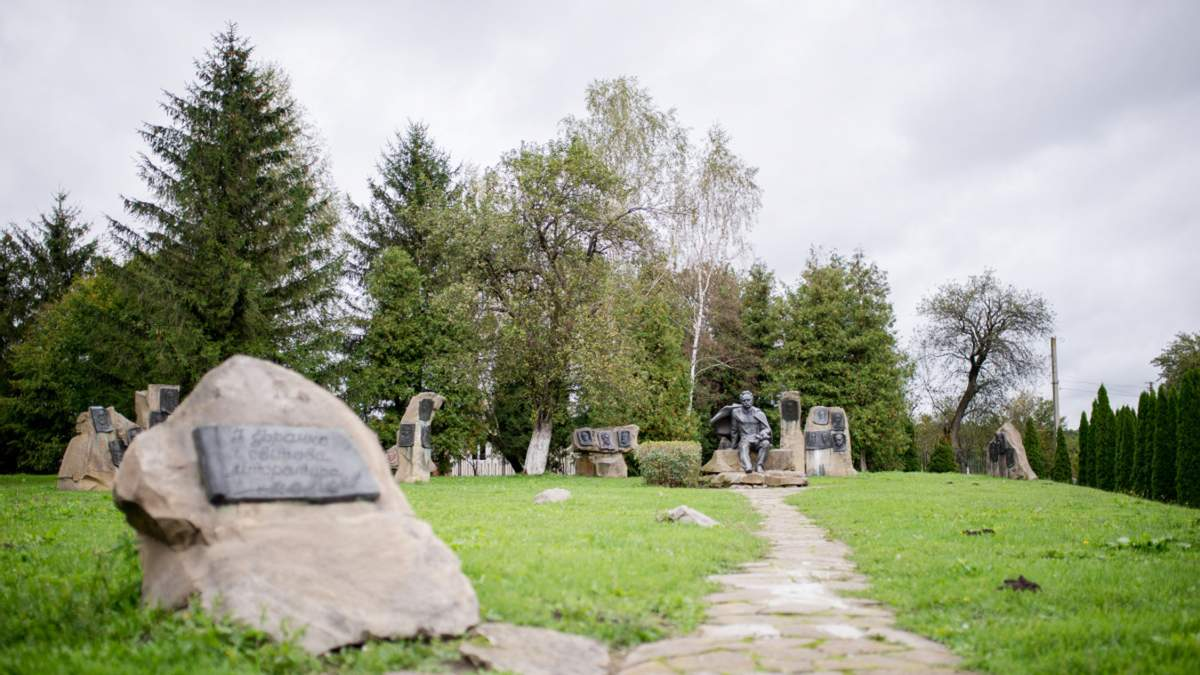 В Україну зі США передали унікальний архів родини Франків