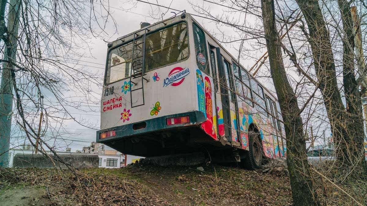 Тролейбус мало не злетів з мосту