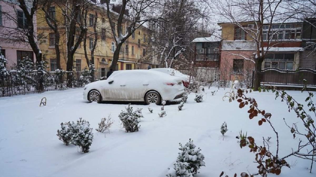 Крим засипало снігом: комунальники виявились неготовими до негоди