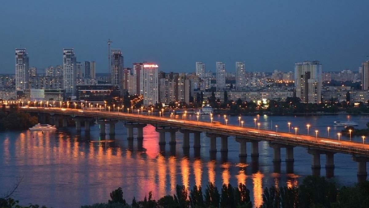 У Києві перекрито рух транспорту на мосту Патона