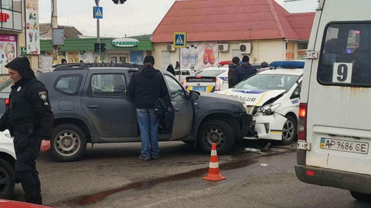 У Запоріжжі сталася потрійна ДТП за участю поліцейських