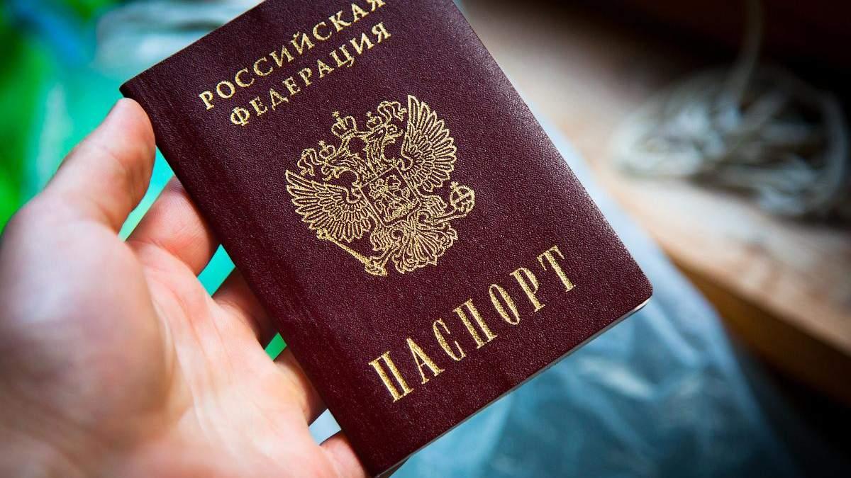 Оккупанты на Донбассе обещают выдавать жителям российские паспорта