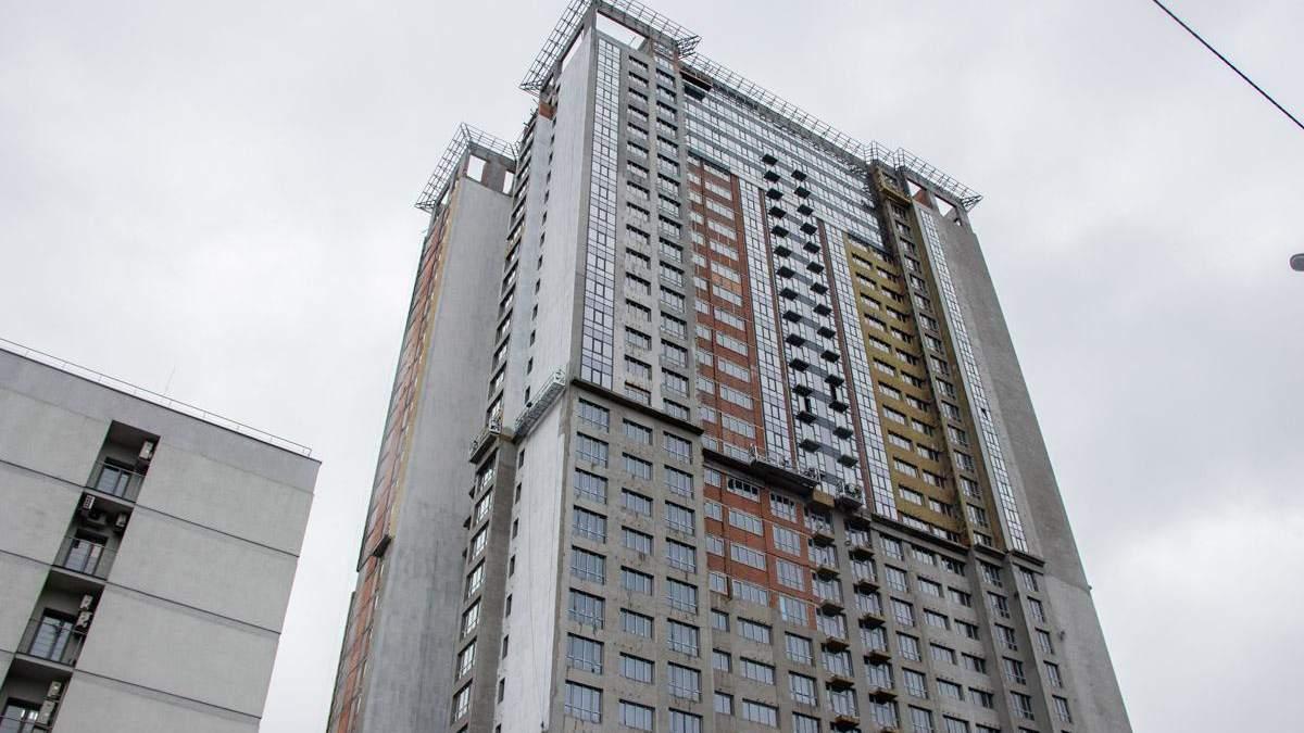 У Києві чоловік впав з 30 поверху на дах ліфту: фото, відео