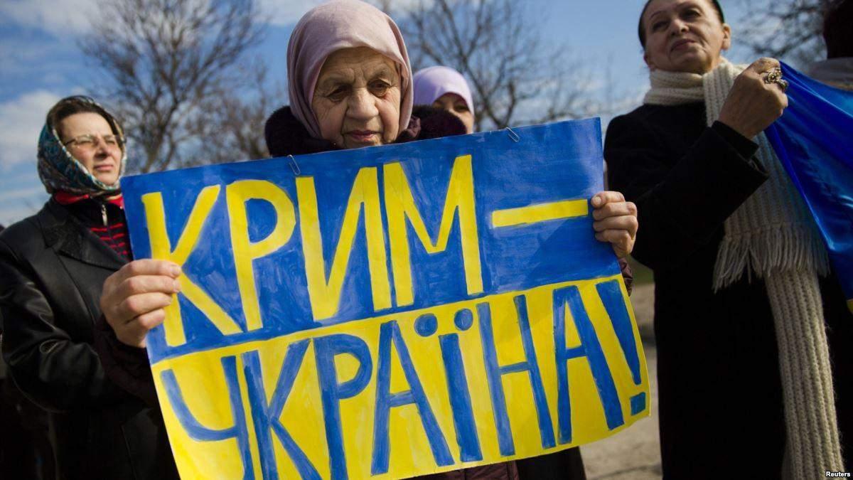 Крим прокинувся під триколором: кримчани згадали окупацію півострова