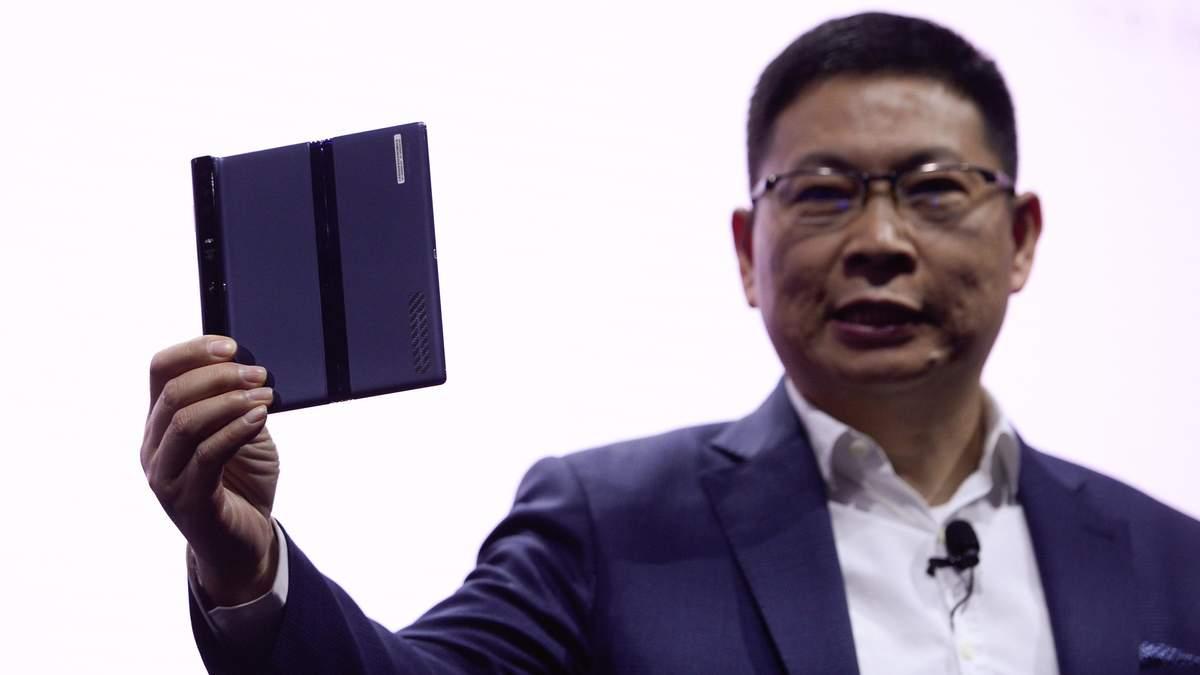 Складной смартфон Huawei Mate X мог иметь другой дизайн