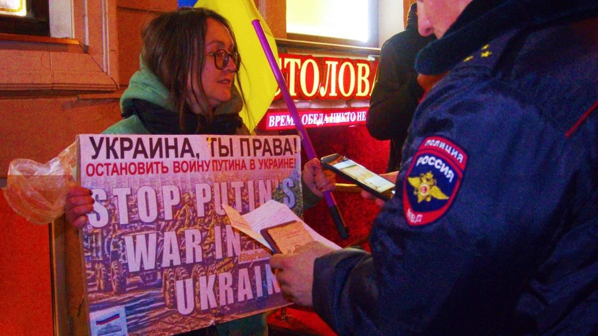 """""""Крым – не мой, Путин – террорист"""": появились фото протестов в Санкт-Петербурге"""