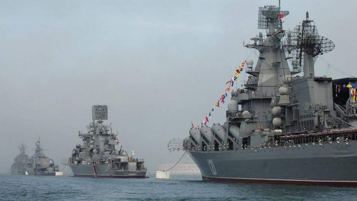 Все більше і більше: скільки кораблів Росія вже стягнула в Азовське море