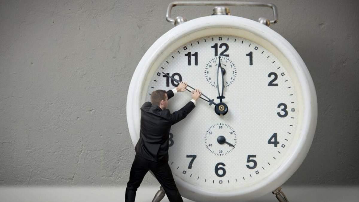 ЄС хоче відмовитись від переведення годинників