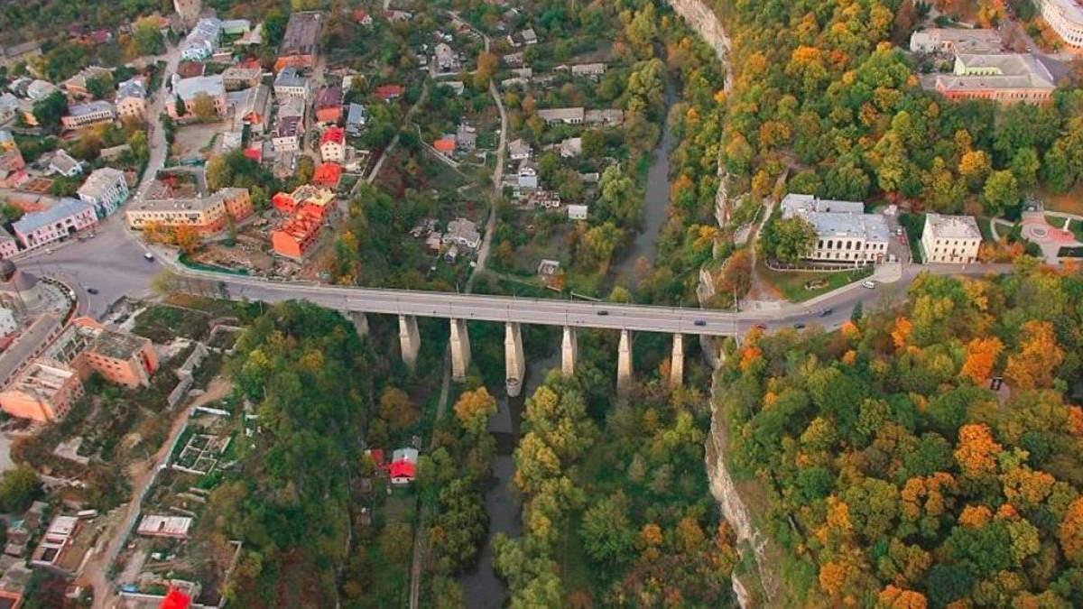 У Кам'янці-Подільському юнак стрибнув з мосту, бо хотів закінчити життя самогубством
