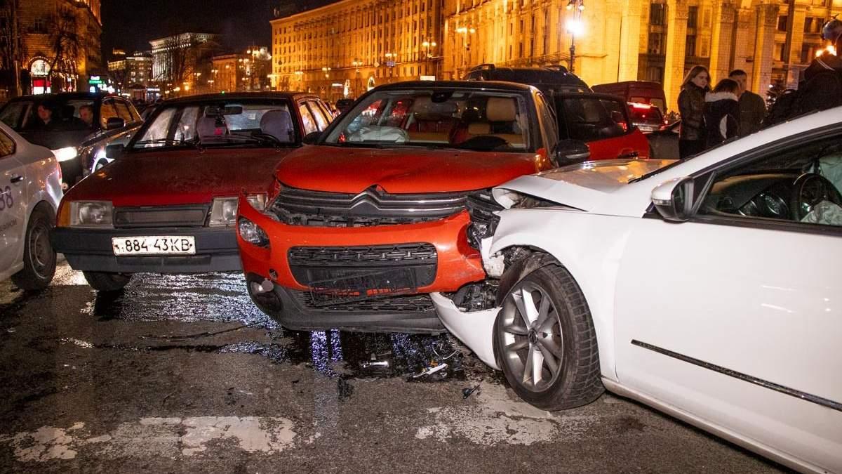 У Києві на Майдані сталася масштабна ДТП за участю 6 авто: фото і відео