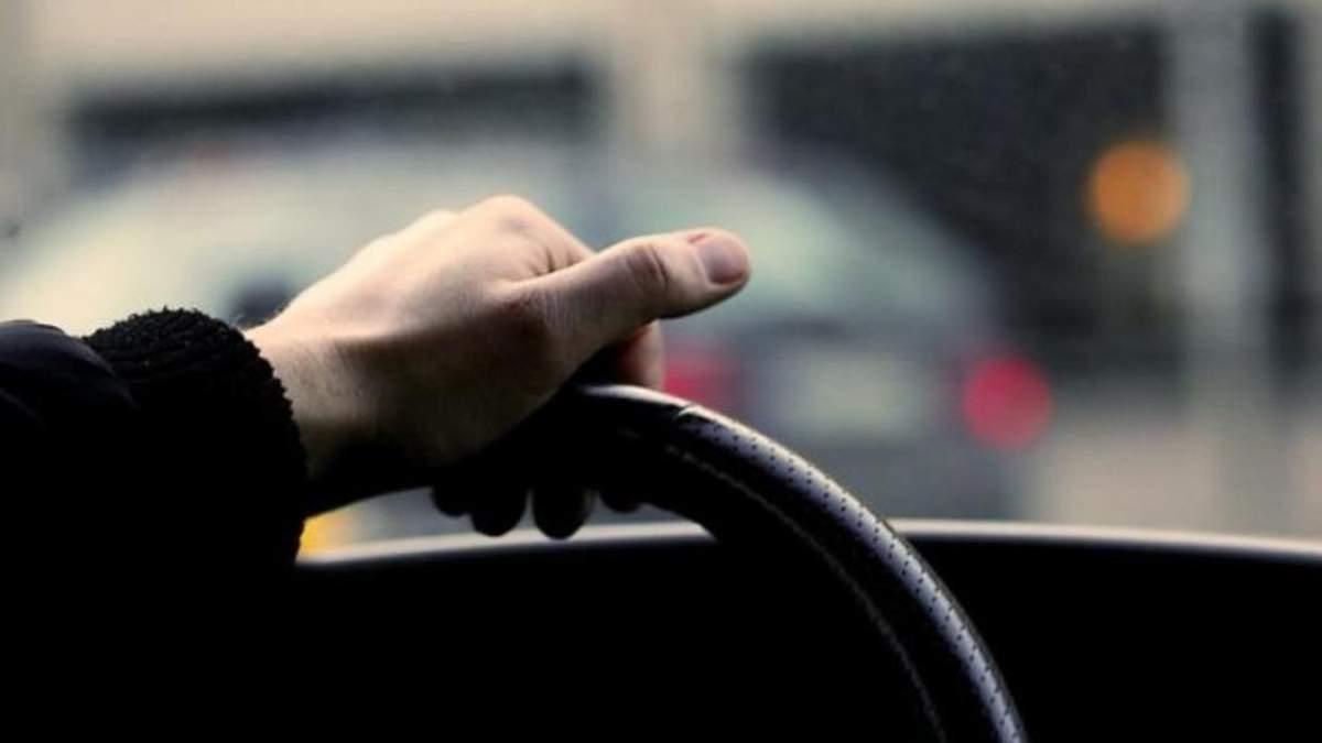 В Одесі патрульні врятували водія, який знепритомнів за кермом