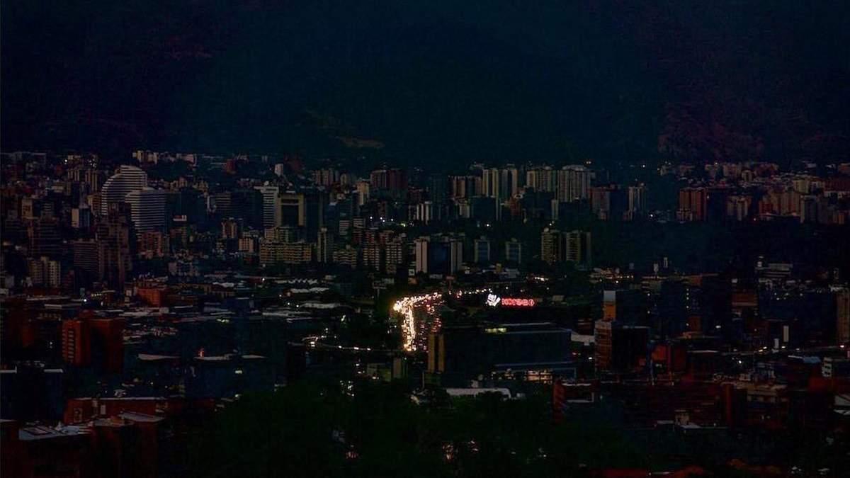 Венесуела лишилася без світла через аварію на гідроелектростанції