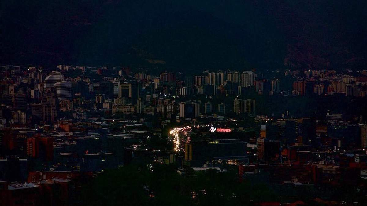 Венесуэла осталась без света из-за аварии на гидроэлектростанции