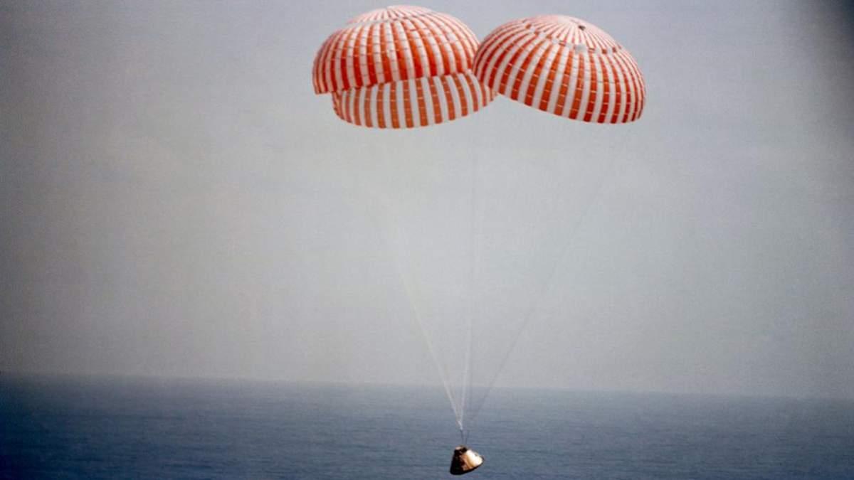 Космічний корабель Crew Dragon сів на воду в Атлантичному океані