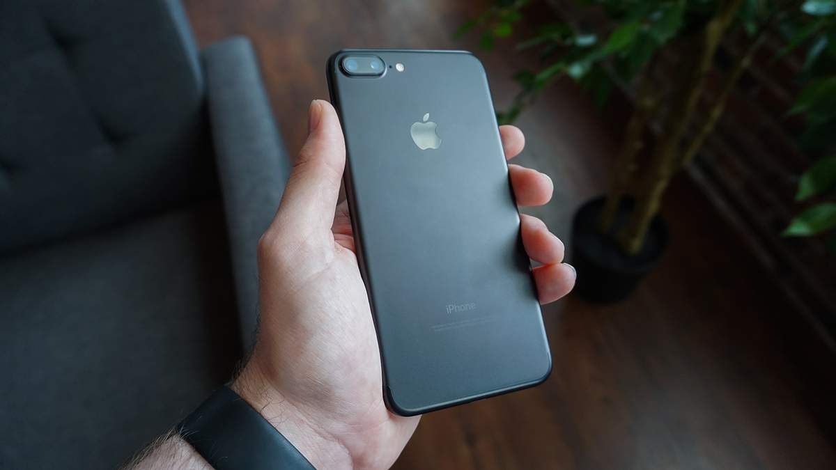 Apple ремонтуватиме iPhone із китайськими батареями