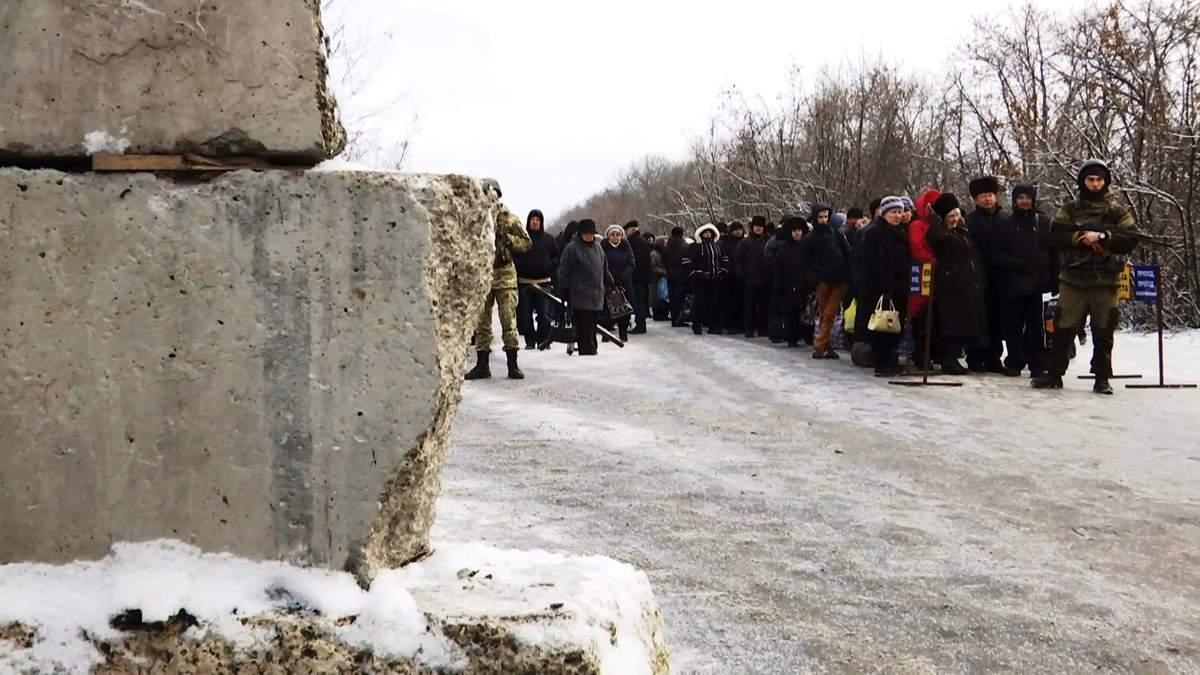 Угнетающая реальность: как живется людям в оккупированных Донецке и Луганске