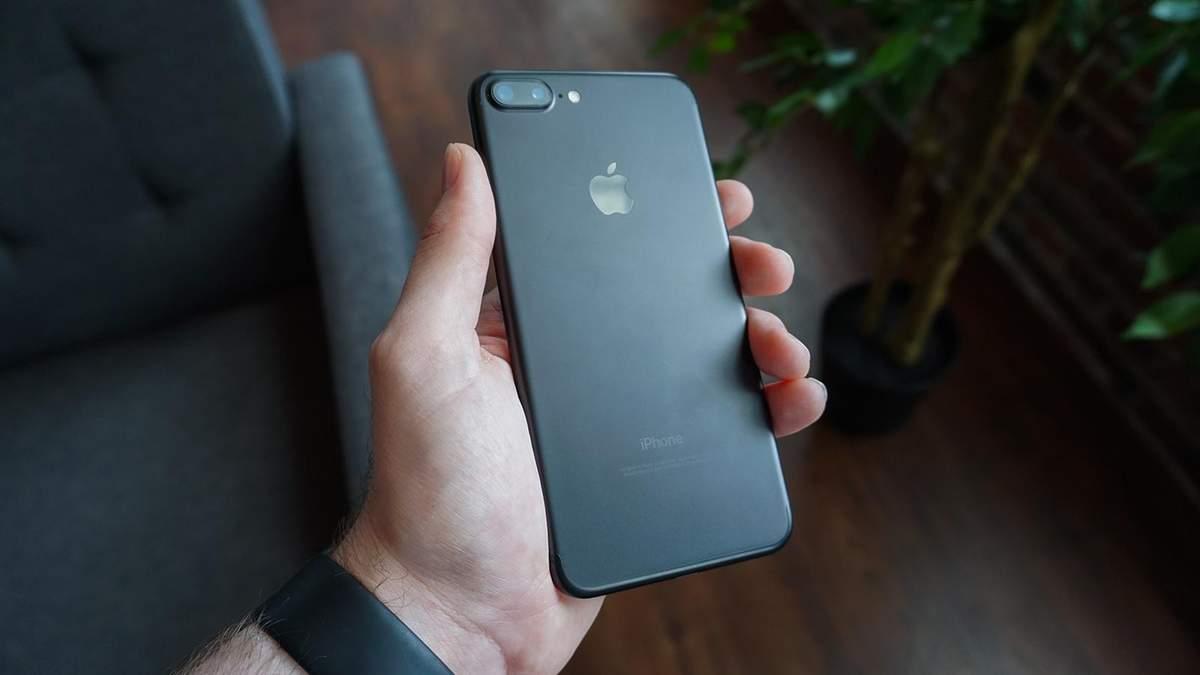 Apple будет ремонтировать iPhone с китайскими батареями