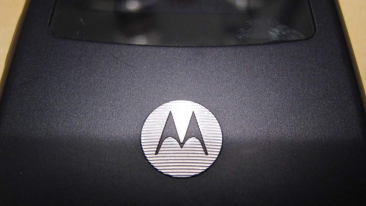 Основные особенности гибкого смартфона Motorola Razr V3