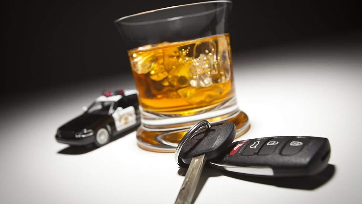 Руководитель полиции Винничины пьяным протаранил 3 авто и бежал от патрульных: рядом был его сын