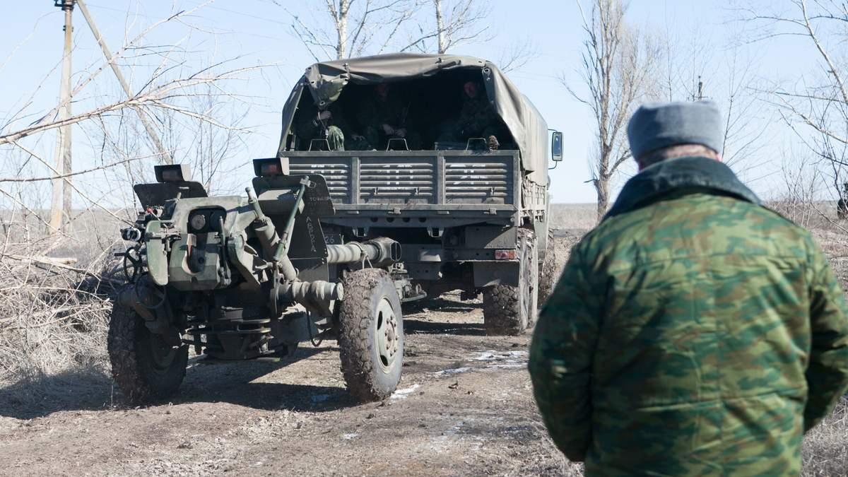 Боевик принес на позицию ОС автомат, рубли и документы