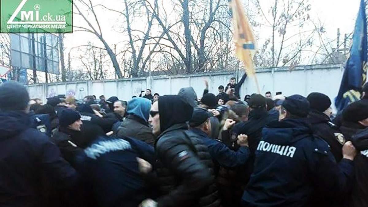 Сутички в Черкасах під час виступу Порошенка: поліція затримала організаторів інциденту