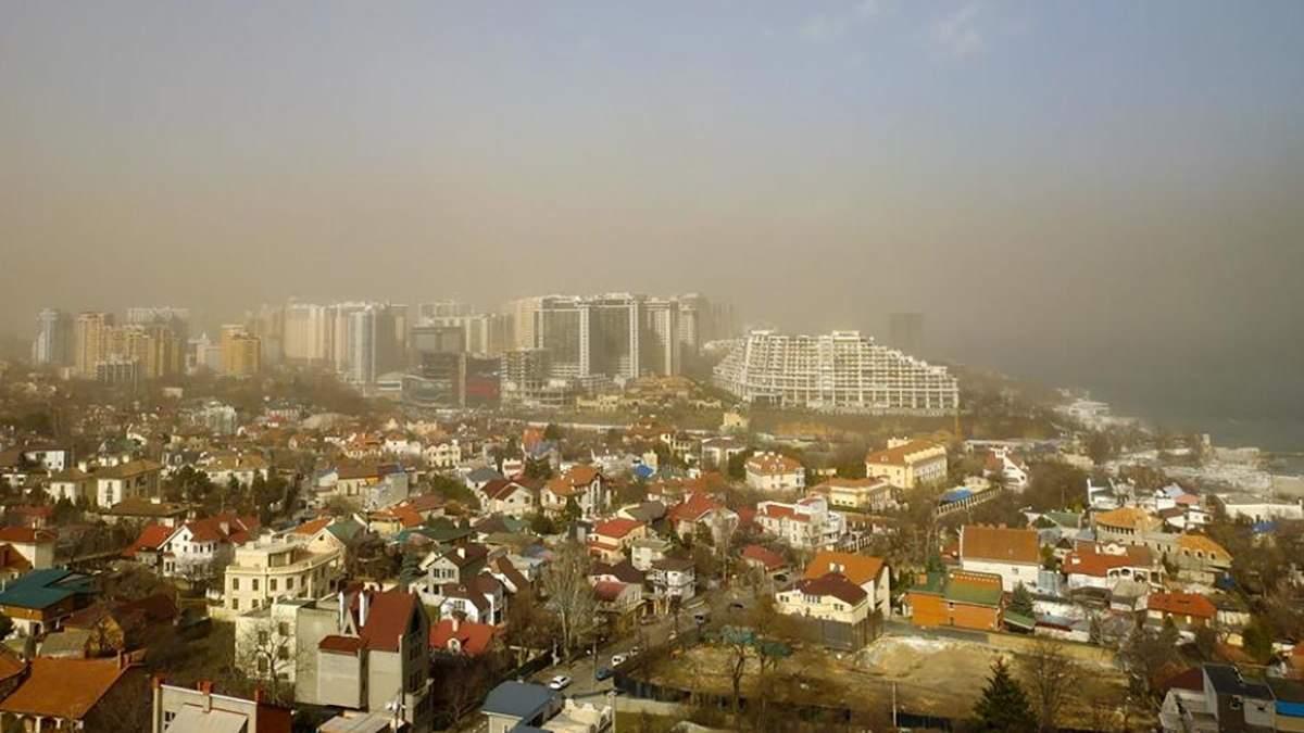Одесу 11 березня накрила піщана буря