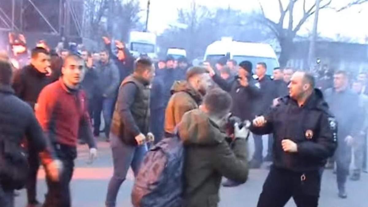 """Столкновения с участием """"Нацкорпуса"""" в Черкассах"""
