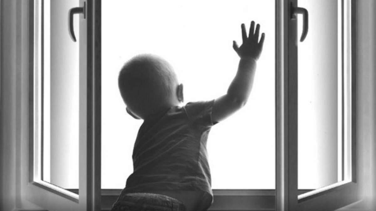 На Днепропетровщине двухлетний ребенок выпал из окна