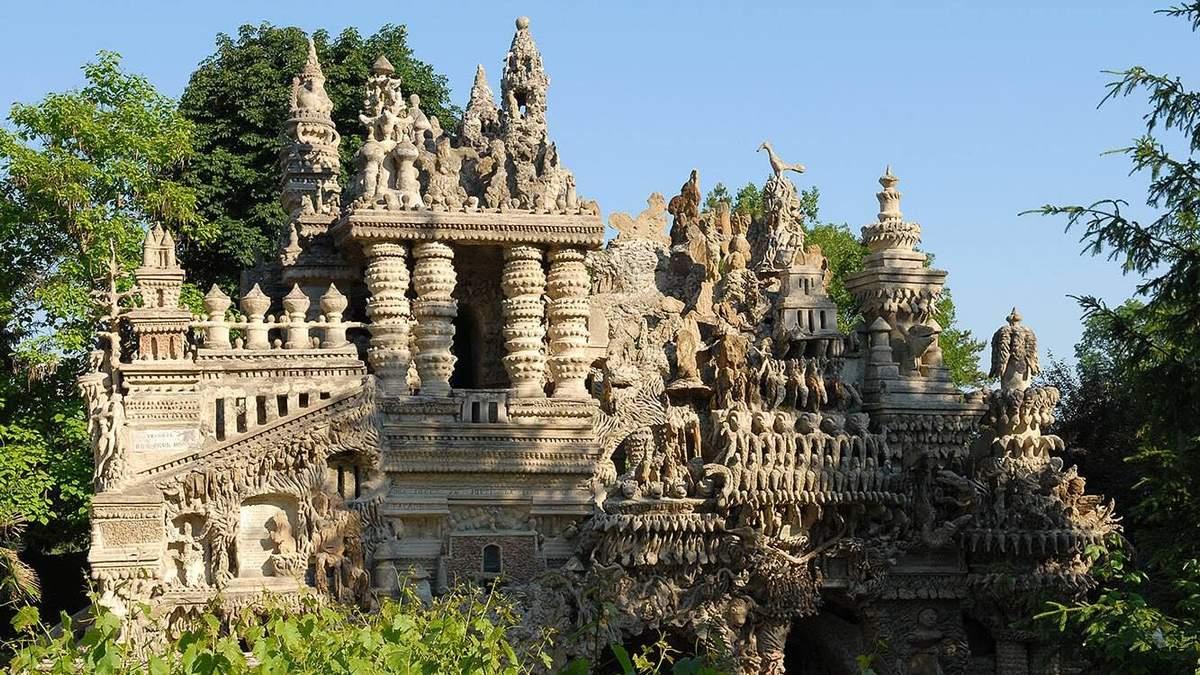 """Як у Франції поштар 33 роки будував власний """"Ідеальний палац"""": вражаюча історія"""
