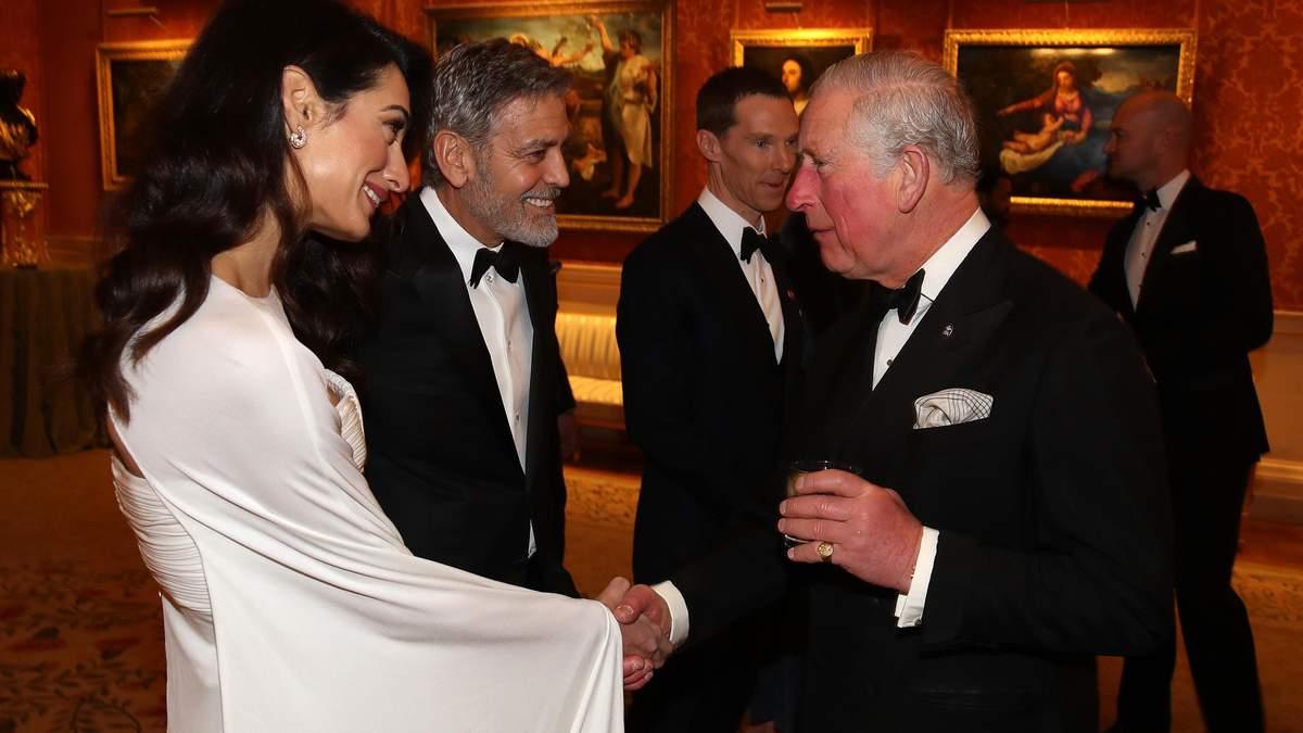 Джордж и Амаль Клуни здороваются с принцем Чарльзом