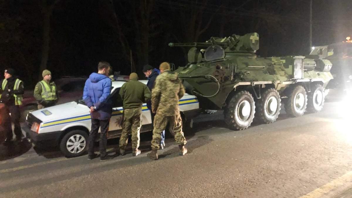 ДТП в Киеве: БТР въехал в машину военной инспекции
