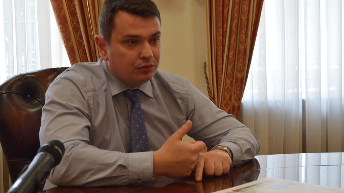 """Як звільнення детективів НАБУ пов'язане зі скандалом в """"Укроборонпромі""""?"""
