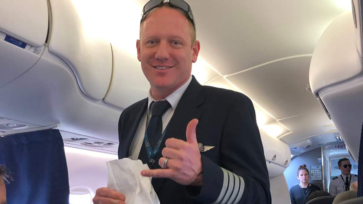 Пілот Метью Хошор компанії Mesa Airlines