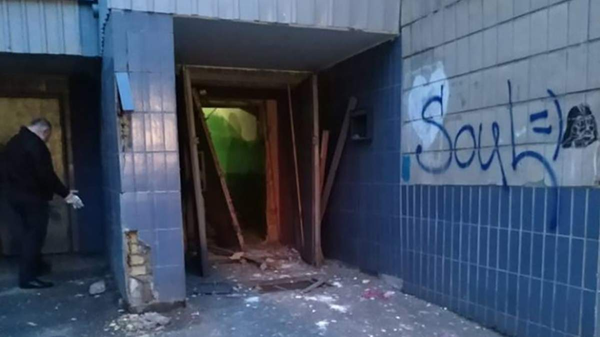 В Киеве прогремел взрыв в жилом доме, есть пострадавший: фото и видео