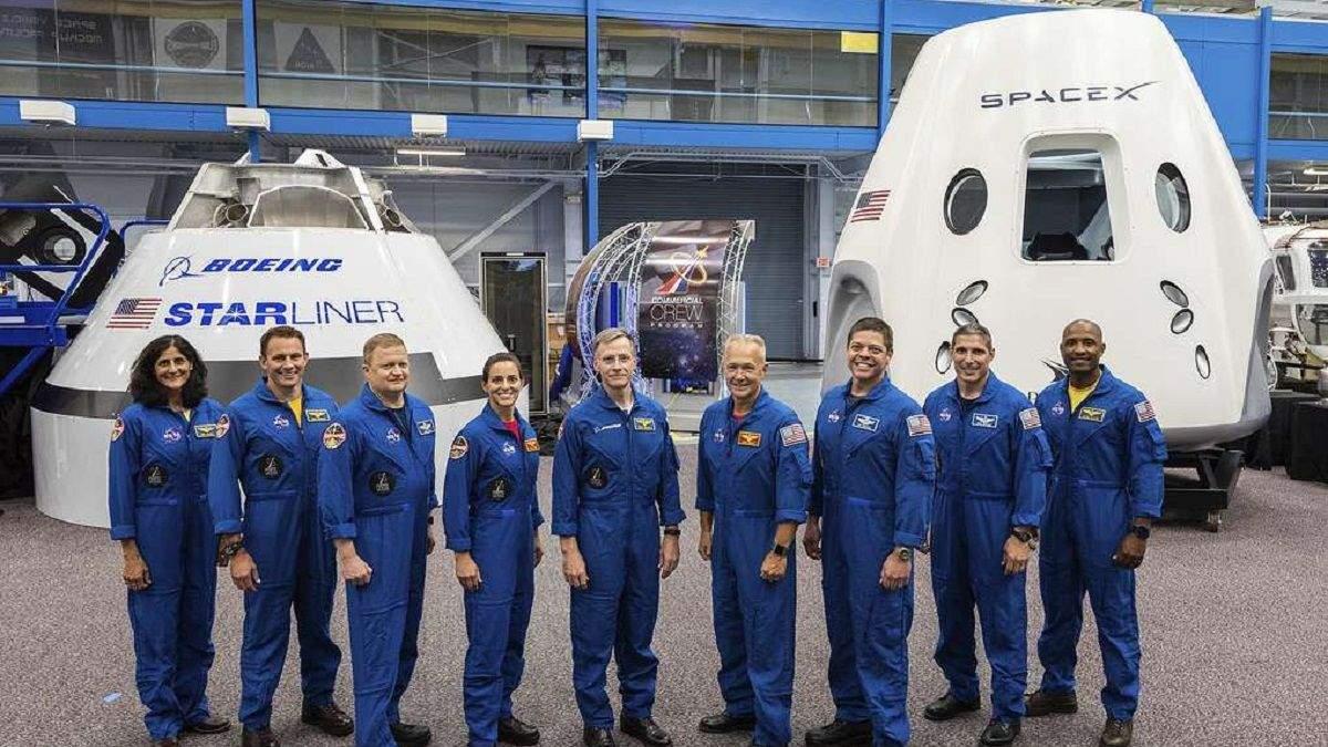 Команда CST-100 Starliner