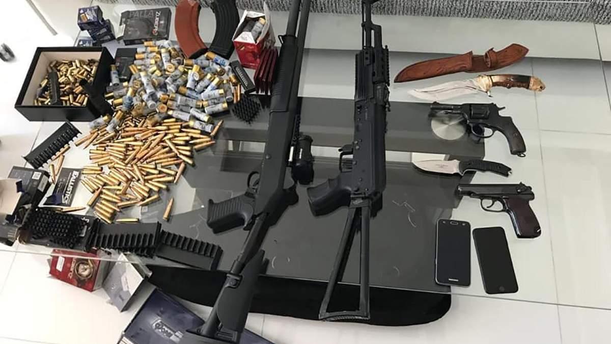 Оружие, изъятое у наркоторговцев