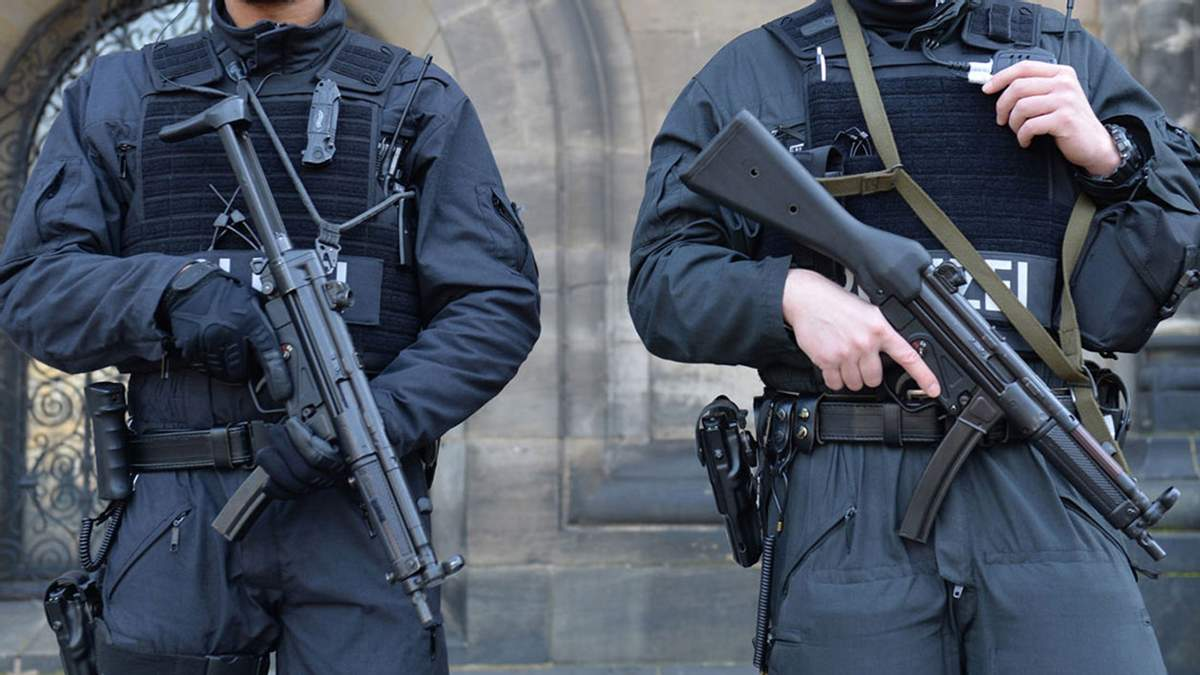 Нацполіція замінить автомати Калашникова на німецькі пістолети-кулемети: фото