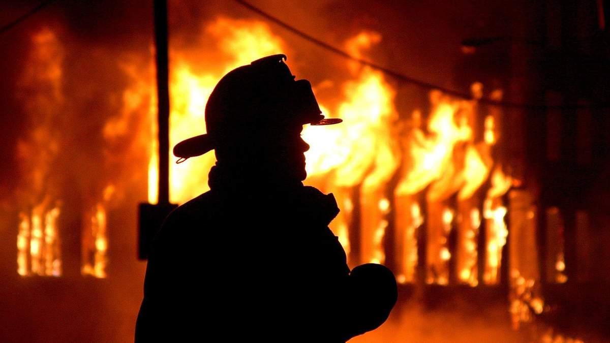 У Києві чоловік підпалив квартиру: троє дітей госпіталізовано