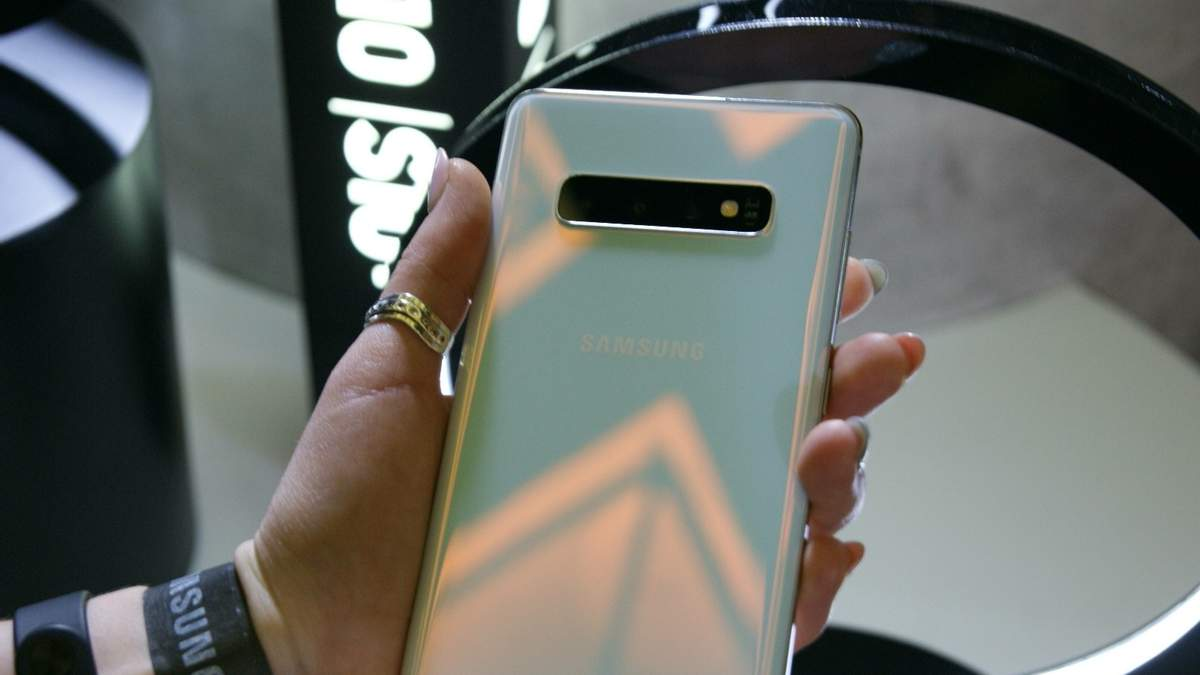 Samsung Galaxy S10+ визнали найкращим на ринку