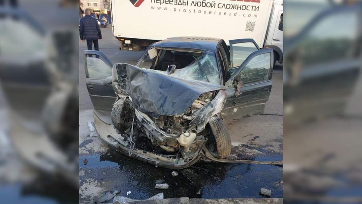 """В Одесі автівка на """"євробляхах"""" збила трьох нацгвардійців, є загиблий: фото і відео"""
