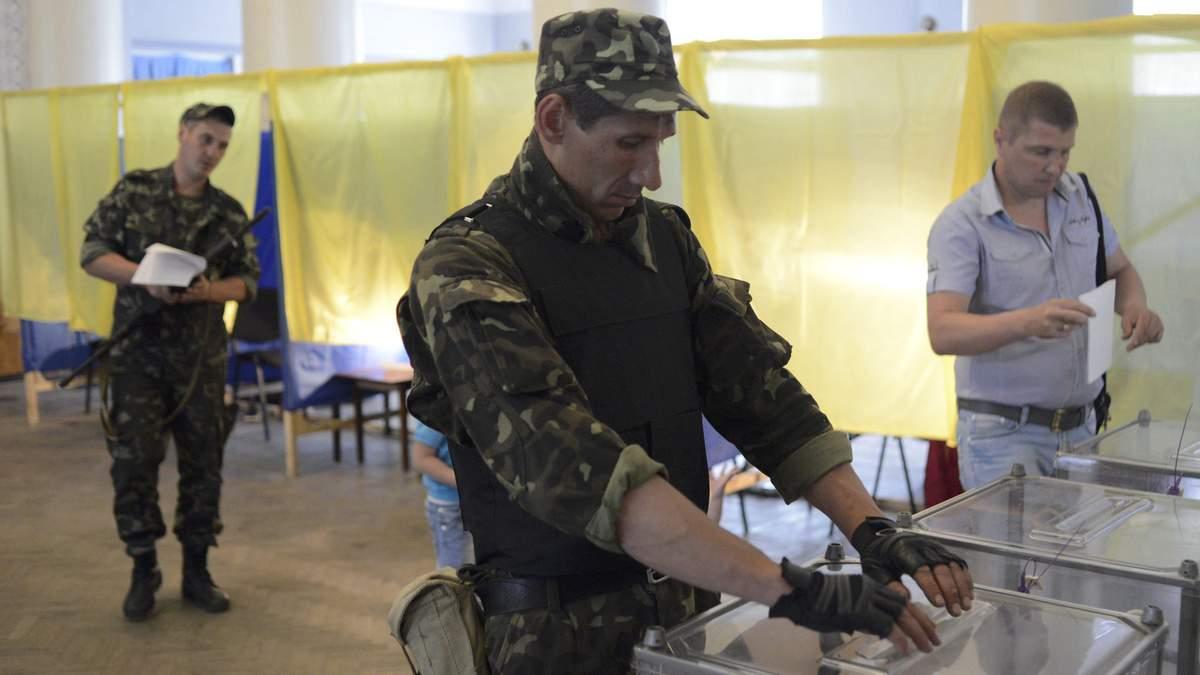 Бійці ЗСУ на Донбасі найбільше віддали свої голоси за Зеленського і Порошенка