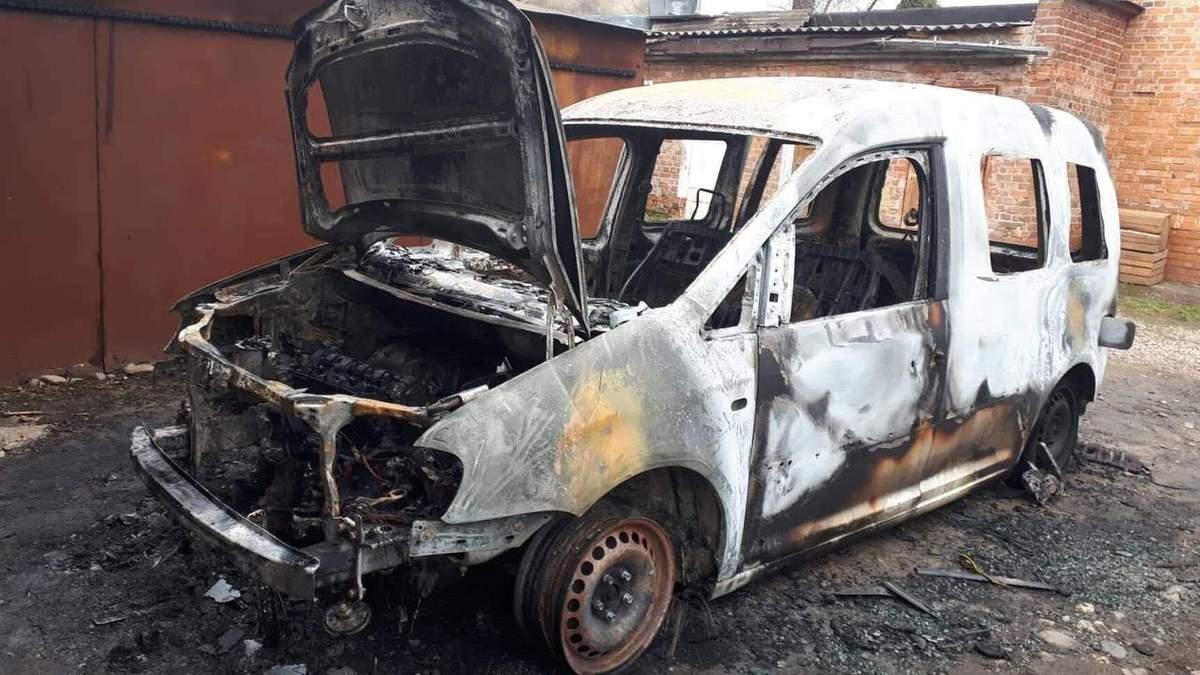 """Невідомі спалили автомобіль депутата """"Об'єднання """"Самопоміч"""""""