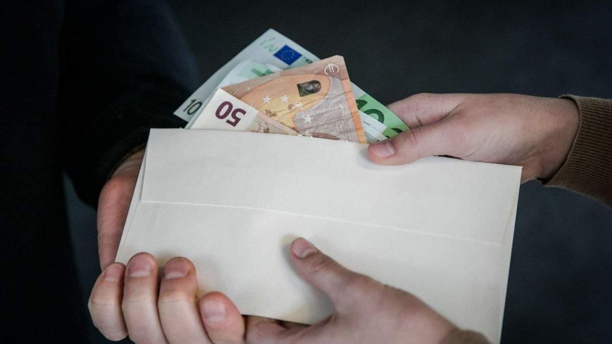 Консула Молдови арештували за хабар