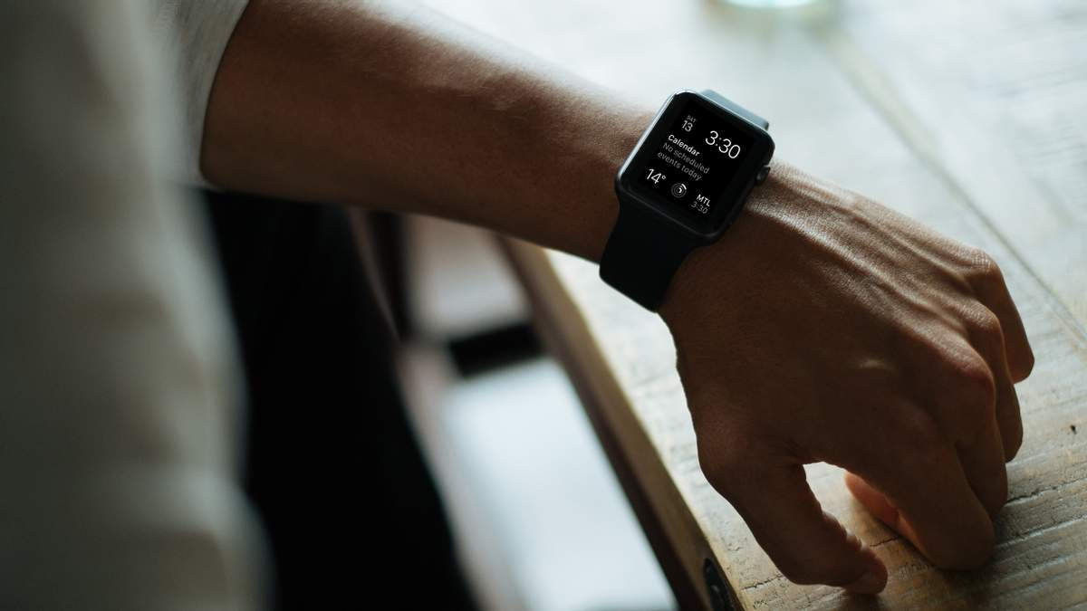 Скільки розумних годинників продали у 2018 році