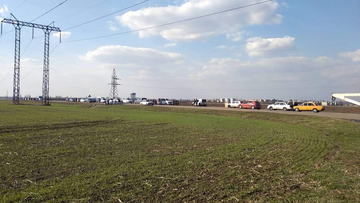 """Пропускний пункт """"Мар'їнка"""" закрили через ворожий обстріл: є поранений"""