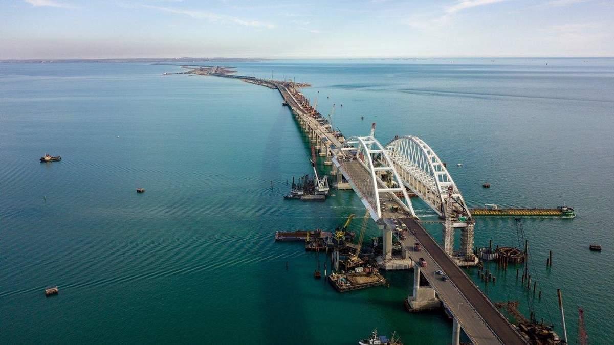 Крымский мост закрывают для грузовиков