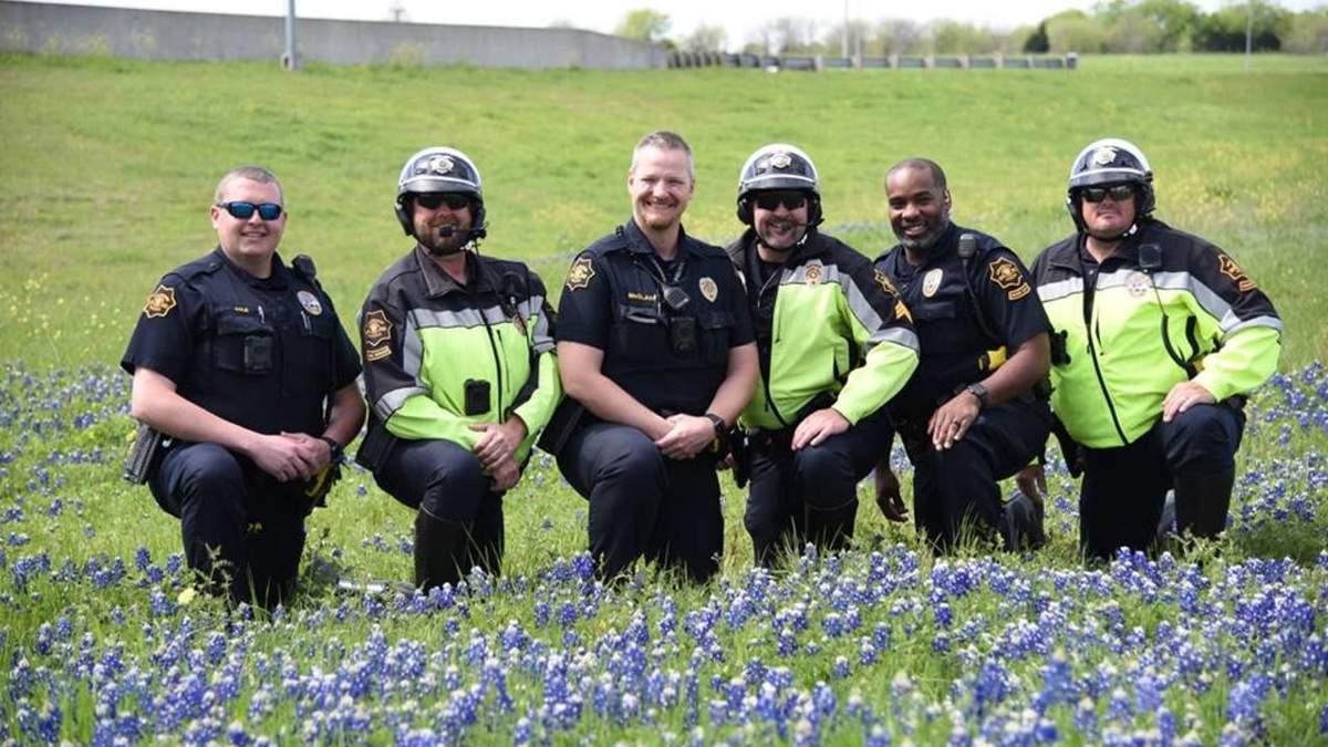 Американские полицейские устроили необычный флешмоб в цветах: милые фото