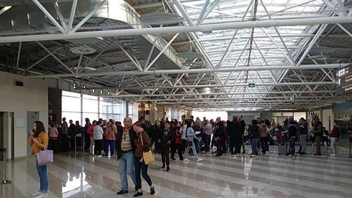 Новый скандал с Join UP: украинские туристы на ночь застряли в аэропорту