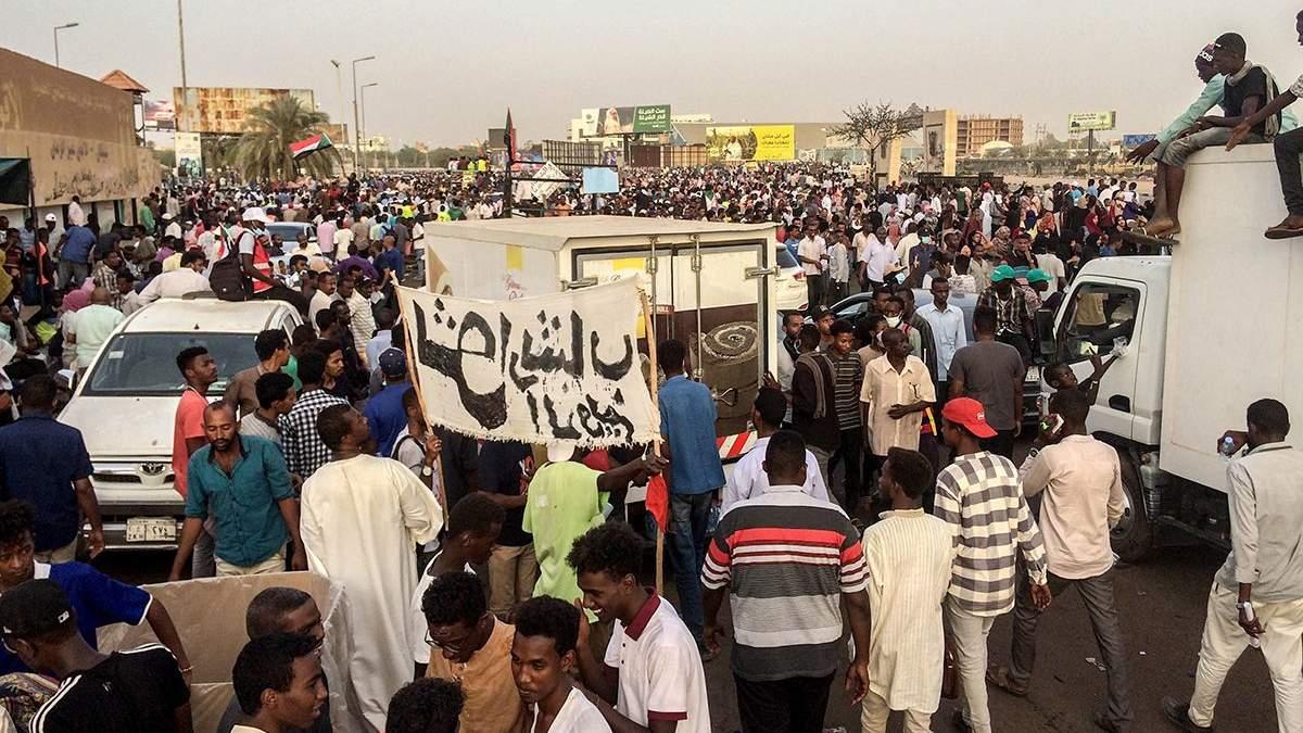 Военный переворот в Судане - президент Омар аль-Башир ушел в отставку