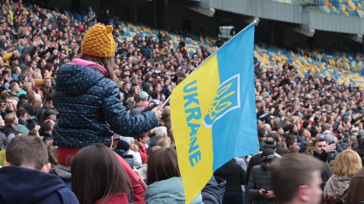 """Прихильники Порошенка на НСК """"Олімпійський"""""""